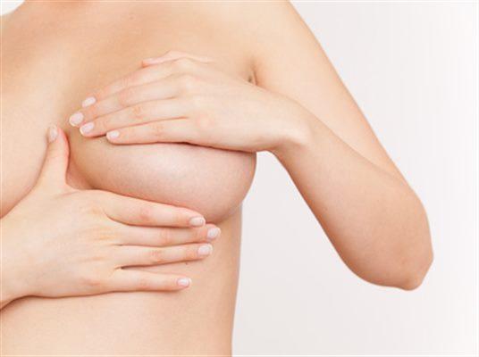 Tumeur bénigne du sein : symptômes, traitement, définition ...